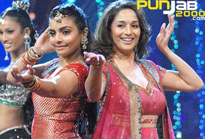 Dancing Queen Madhuri Dixit Shows her 'Jalwa' on Nach Baliye!