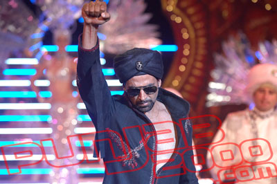 Akshay Kumar Perforing From SINGH IS KINNG @ The 2008 IFA Awards