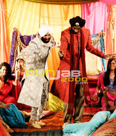Snoop Dogg performs Bhangra dance moves with Bollywood's biggest name – Akshay Kumar!