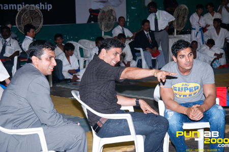 Akshay Kumar with John Abraham at the Karate Championship 2011