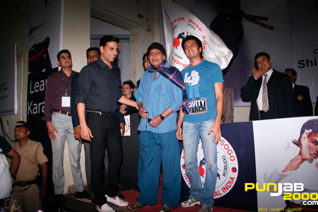 Akshay Kumar with Mithun Da and Ritesh Deshmukh