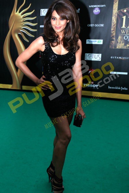 Former model turned actress Bipasha Basu on the Green Carpet for IIFA Rock 2011  in Toronto