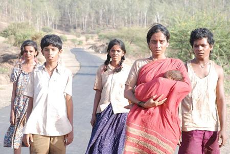 AKSHAY KUMAR MAKES HIS DEBUT INTO MARATHI REGIONAL FILM PRODUCTION WITH 72 MILES: EK PRAVAS