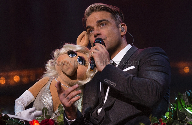Robbie Williams With Miss Piggy