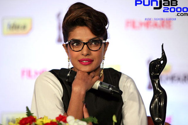 Priyanka Chopra to host Filmfare awards!