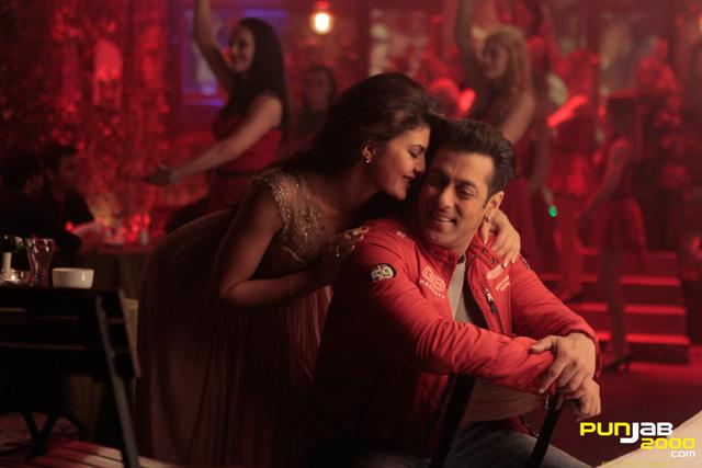 Salman-Khan--Jacqueline-Fernandez-Kick-(2)