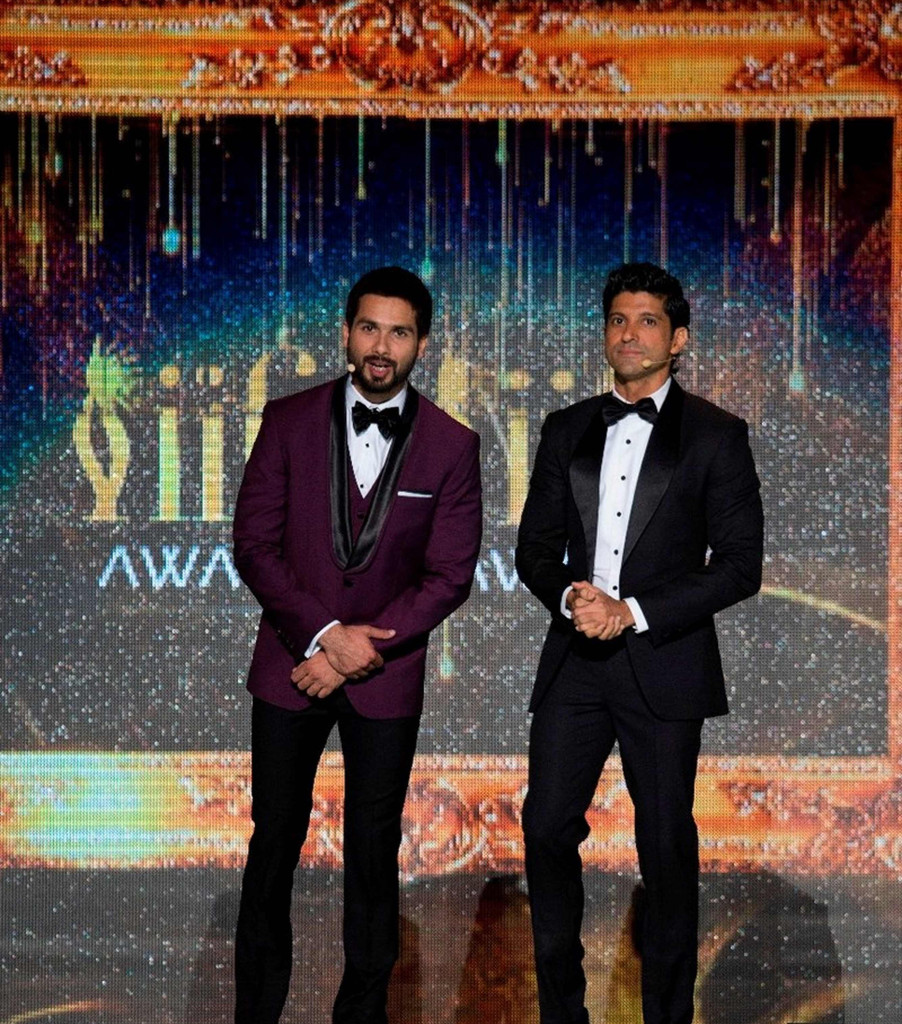 The-star-studded-IIFA-Awards-2016-to-be-hosted-by-charismatic-Bollywood-Actors-Farhan-Akhtar-Shahid-Kapoor