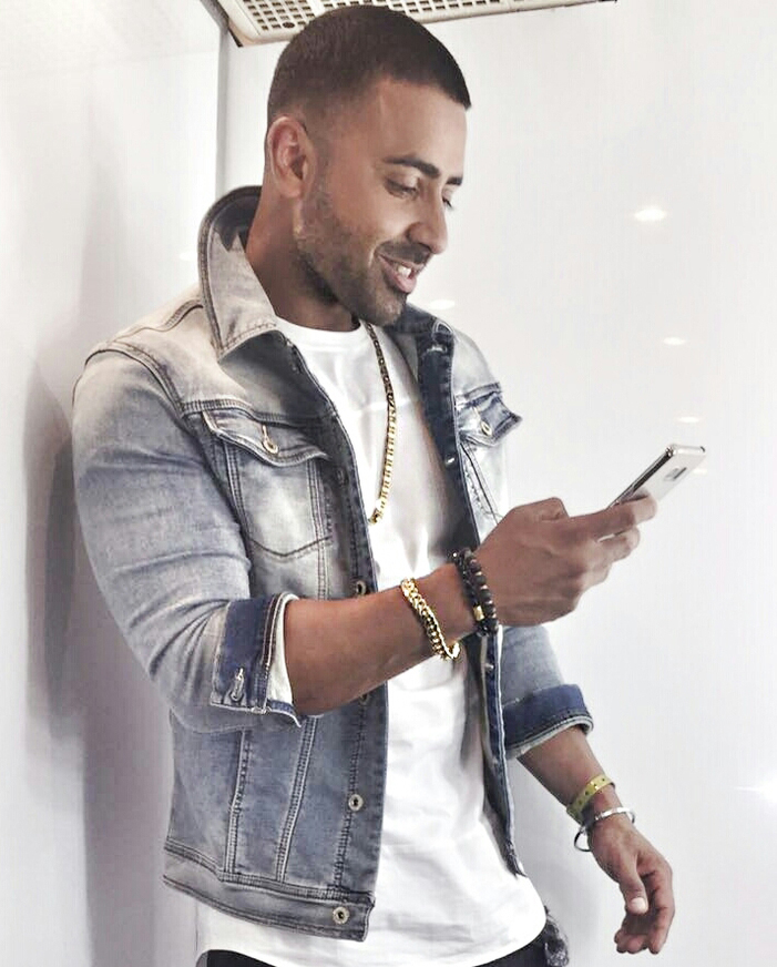 Jay Sean using the Bollyjis on his phone.