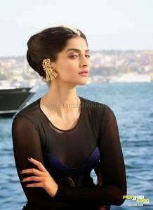 Sonam Kapoor Elle India (2)