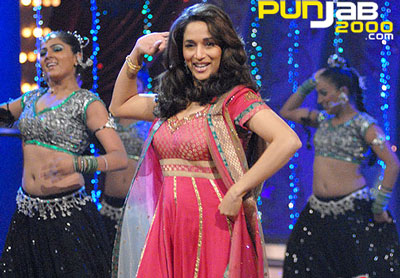 Dancing Queen Madhuri Dixit Shows her 'Jalwa' on Nach Baliye!