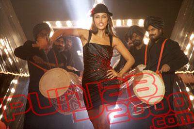 Neha Dupia in Singh Is Kinng
