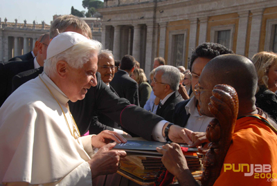 India's most famous World Peace Leader Sri Vasanth Gurudevji meets Holy Father Pope Benedict XVI at Vatican City