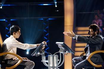 Dev Patel & Anil Kapoor in Slumdog Millionaire