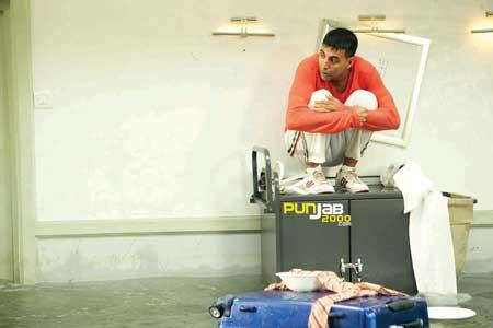 Akshay Kumar, brings audiences the biggest comedy hit of 2009