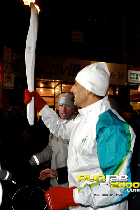 Bollywood superstar, Akshay Kumar, to carry the Olympic Flame in Toronto for 2010 Olympic and Paraly