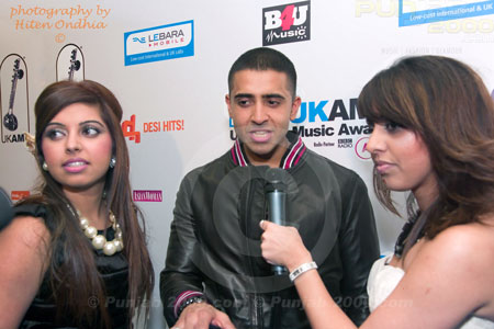 Jay Sean interview by the Billan sisters Backstage@ the 2010 UK AMAs