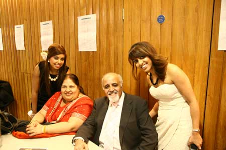 Mum And Dad Grewal interview by the Billan sisters Backstage @ the 2010 UK AMAs