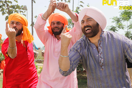 YAMLA PAGLA DEEWANA - Music Video & the Making Of the Video