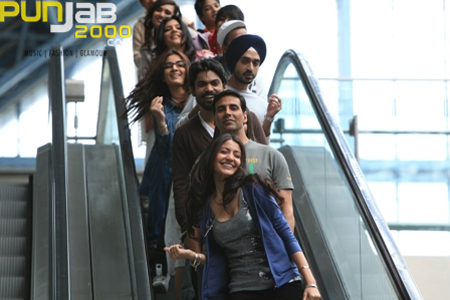 SUPERSTAR AKSHAY KUMAR AND THE 'PATIALA HOUSE' FAMILY INSPIRE STUDENTS AT THE WHISTLING WOODS INSTIT
