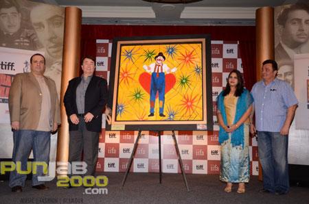 Goan based artist Seema Sardesai unveils the painting tribute of Raj Kapoor in his classic film, Mera Naam Joker l
