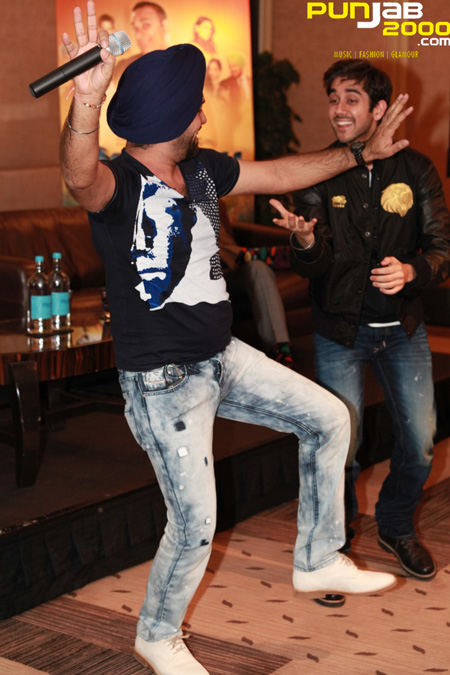 Gurpreet Ghuggi and Vinay Virmani dancing on Ne Aja Ve