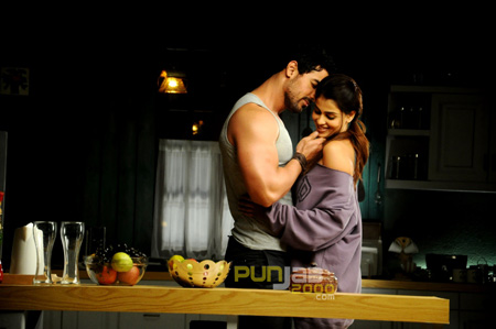 John Abraham and Genelia D'Souza's sizzling chemistry in 'Force'