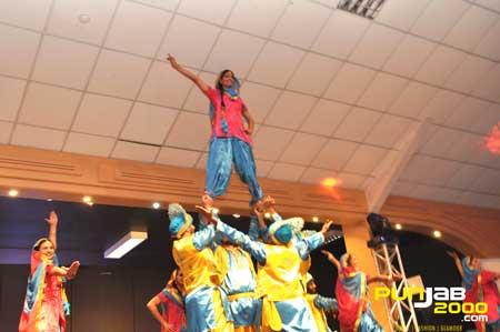 Desi Kuri Events Present Bhangra Wars 2011 - Winning Performance by St George's University of London