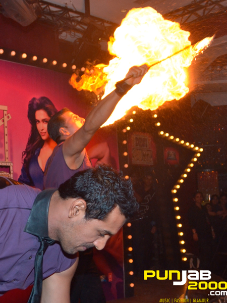 Akshay Kumar and John Abraham, set Mumbai Press Conference for 'Desi Boyz' ablaze!