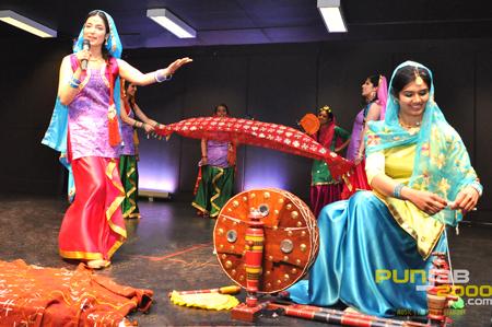 Dhamak Punjabna Di performance at Bhangra Wars 2011