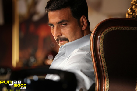 "Akshay Kumar Invites His ""Once Upon A Time In Mumbai Dobaara"" Director Milan Luthria for Holiday"