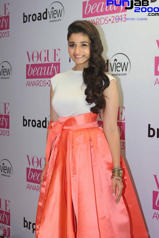 Alia-Bhatt-at-Vogue-Beauty-Awards-2013