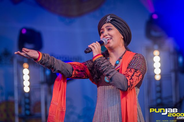Bollywood singer Harshdeep Kaur at the 2013 London Mela