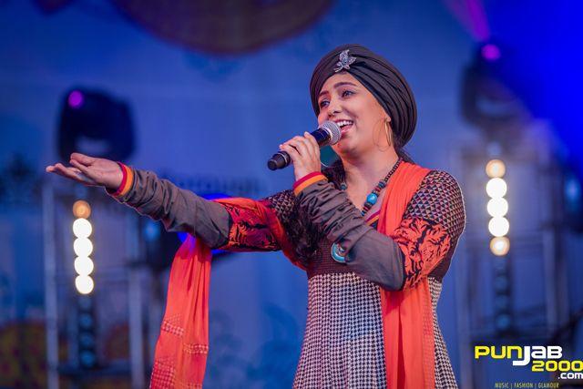 Bollywood singer Harshdeep Kaur at the 2013 London Mela