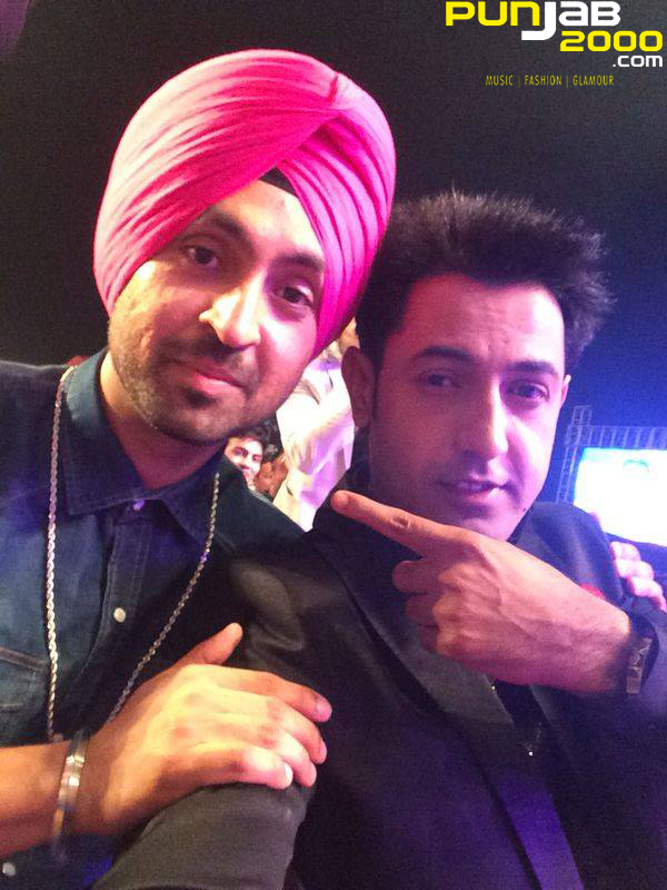Gippy Grewal taking a quick selfie with Diljit Dosanjh at the PTC Punjabi Music Awards 2014
