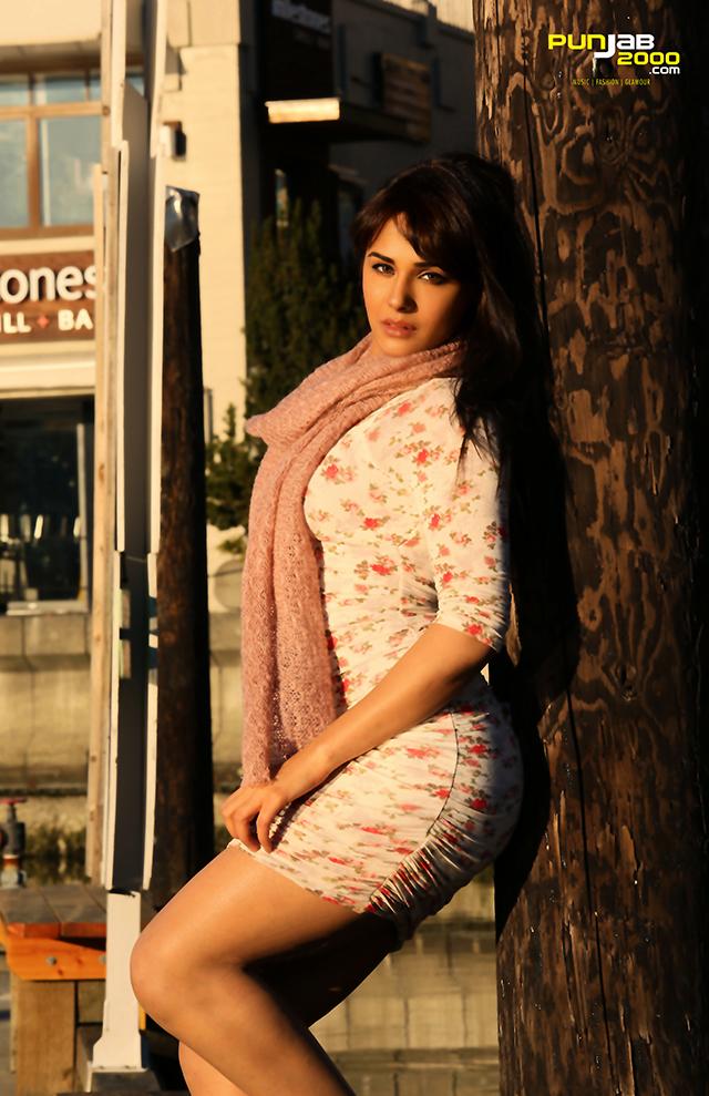 Mandy Takhar in SardaarJi