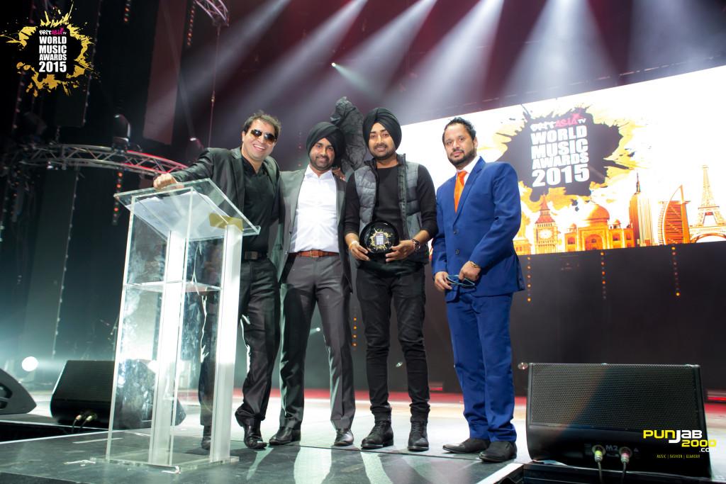 Ranjit Bawa getting his award at the BritAsia World Music Awards 2015 for  Best Album World – Mitti Di Bawa